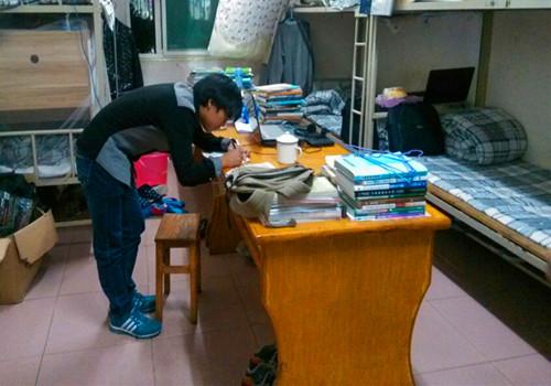 信息学院开展学生宿舍安全用电大检查活动