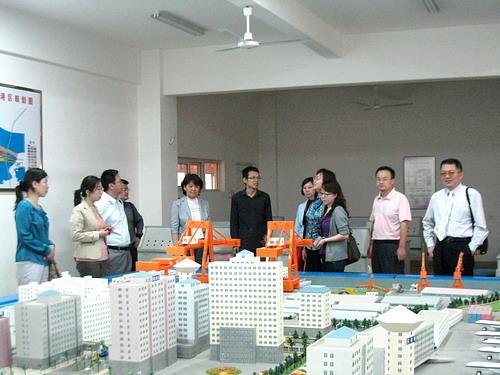 北京联合大学管理学院院长杨宜一行到商学院考察交流